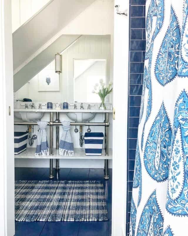 плитка-для-ванной-синяя