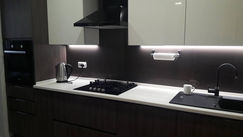 Интерьер-черных-кухонь