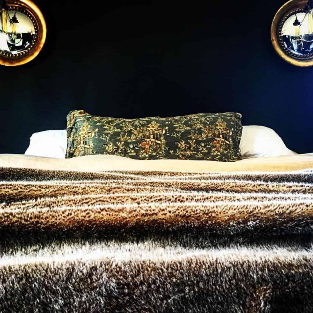 кровать-в-спальню-в-современном-стиле