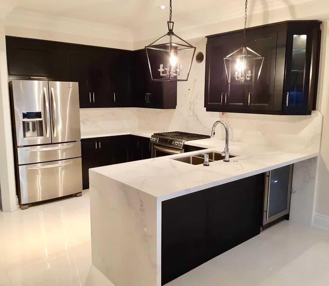 черная-кухня-в-интерьере-фото