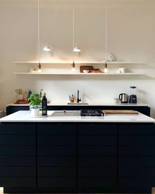 черная-кухня-в-интерьере