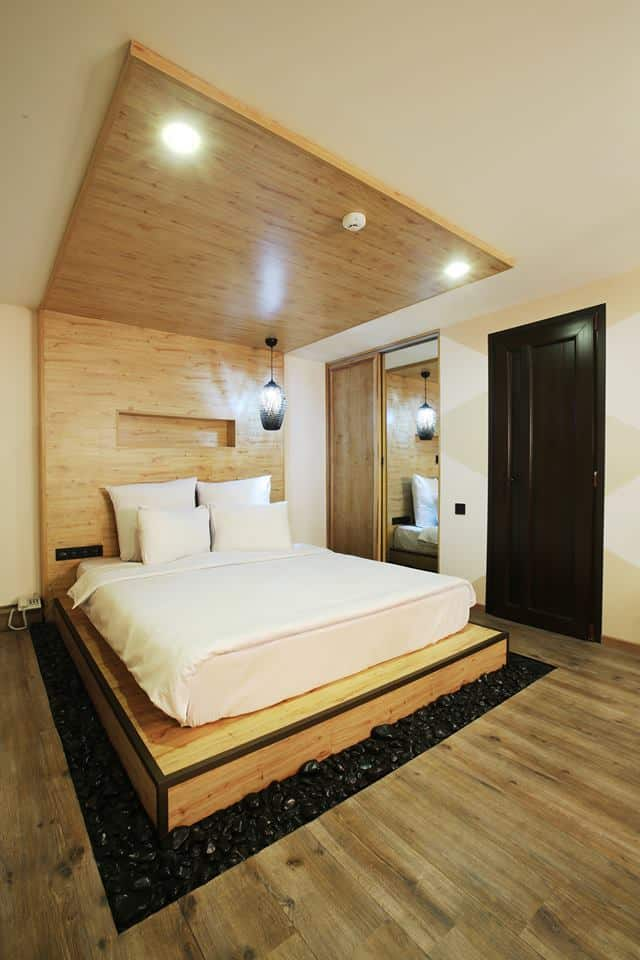 Дизайн-спальни-2019-в-светлых-тонах-современный-стиль-реальные-фото