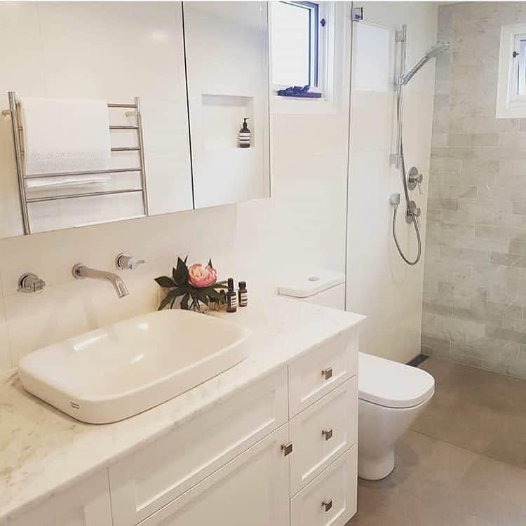 ванная-комната-в-стиле-неоклассика