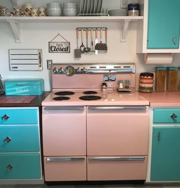 Современная-ретро-кухня- кухня в стиле ретро фото интерьер