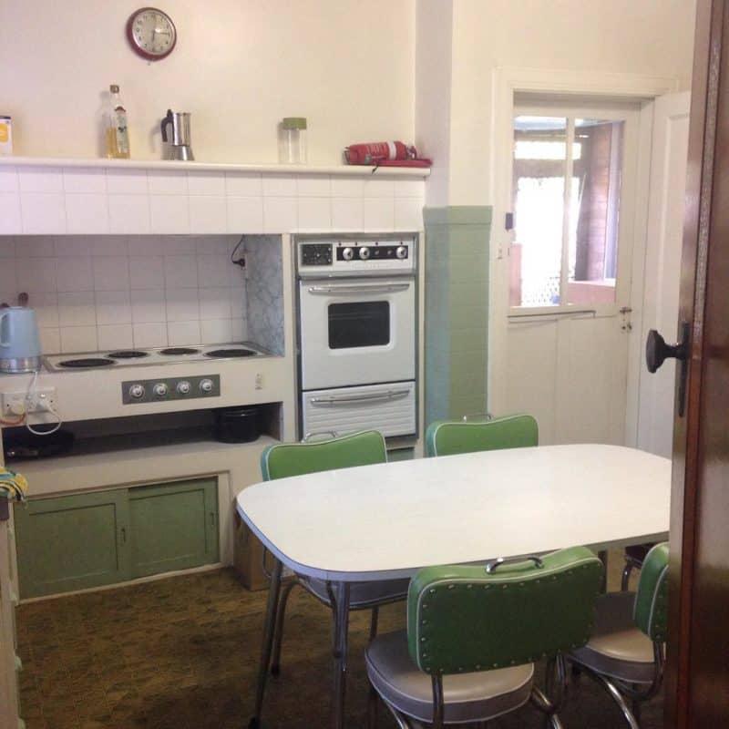 Современная-ретро-кухня кухня в стиле ретро