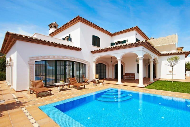 Средиземноморский стиль в интерьере: двор