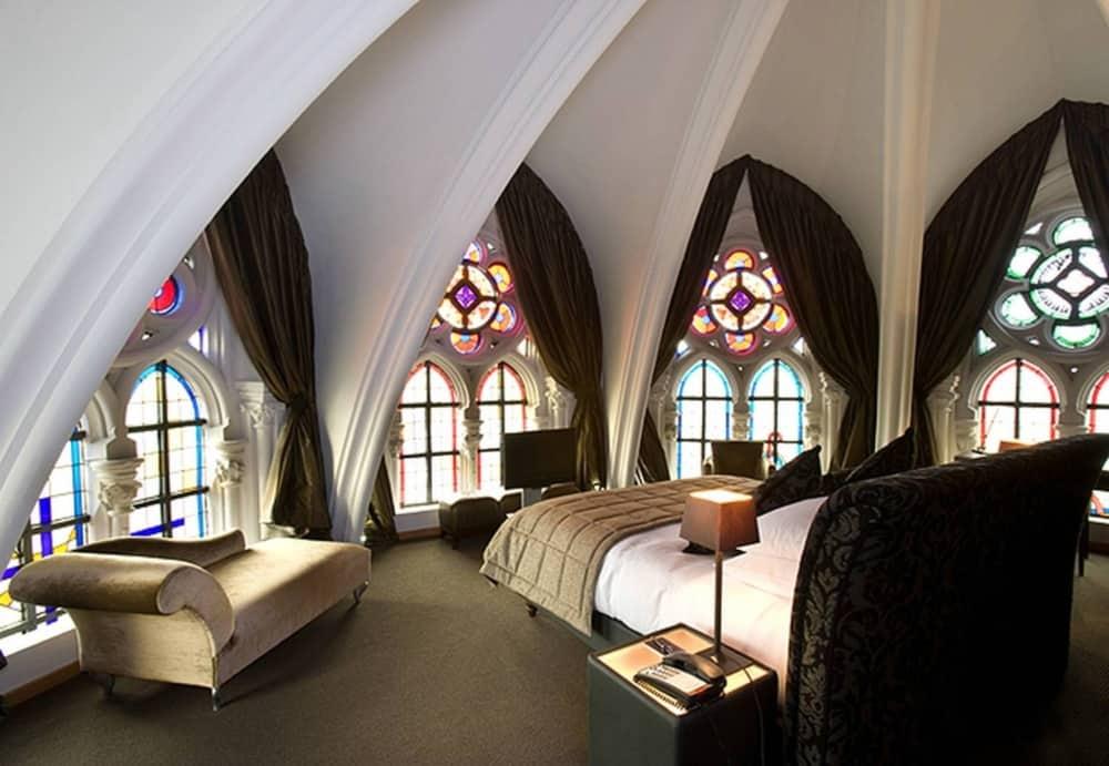Готический стиль в интерьере: спальня